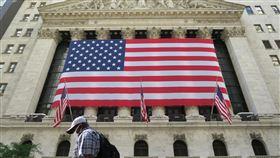 美股劇烈震盪  道瓊續跌159點週線收黑美股當地時間4日劇烈震盪,道瓊工業指數終場下挫159點,本週累計下挫1.8%,創數週來最差表現。圖為紐約證券交易所。中央社記者尹俊傑紐約攝  109年9月5日