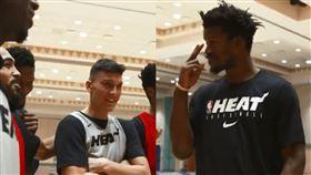 NBA/士官長生日 菜鳥排排站唱歌 NBA,邁阿密熱火,Jimmy Butler,士官長,生日,菜鳥 翻攝自熱火官方推特