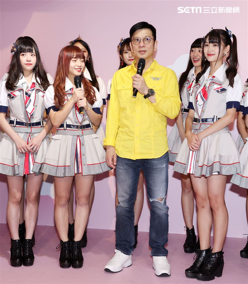 國民女團AKB48 Team TP 第四張單曲「嗚吼嗚吼吼」陳子鴻老師特別到場加油打氣。(記者邱榮吉/攝影)