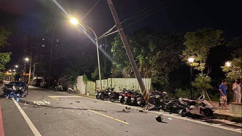 載2熱褲妹出遊 酒駕男過彎失控 9機車慘被撞毀