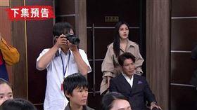 文鈴推著坐輪椅的張嘉良現身記者會。