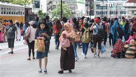 伊斯蘭教重大節日「開齋節」,大量穆斯林湧入台北車站 圖/記者林敬旻攝