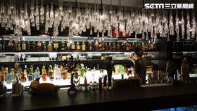 謝麗金上月新開的酒吧,昨天上午遭黑衣男子闖入後,直接抱走櫃台的抽屜,損失一夜營收逾25000元(翻攝畫面)-酒吧-酒保-
