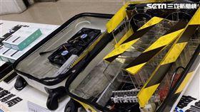刑事局查獲台灣首個行李箱式詐騙機房 記者李依璇攝影