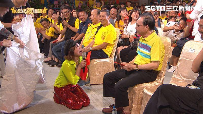 藝人錢難賺 《超級夜總會》王彩樺下跪求紅包