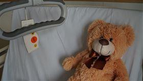 雅茲在病床上告訴醫生,自己不想活了。(圖/翻攝自pixabay)