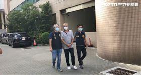 太陽會成員姜昌榮涉嫌製造第四級毒品,遭刑事局幹員逮捕。(翻攝畫面)