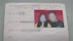 老婆婚後超詭異!30歲夫怒報警 一查身份驚:差20歲… 圖/翻攝自微博
