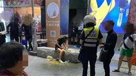 信義威秀,夜店,台北市,潑糞,不提告,(圖/翻攝自爆料公社)
