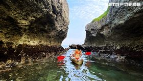 台灣小琉球獨木舟尋海龜。(圖/KKday提供)