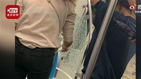 中國成都地鐵車廂玻璃爆炸(圖/翻攝自時間視頻)