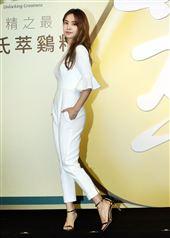 蔡依林10個月沒露臉,出席白蘭氏慶功記者會,巡迴演唱會傳11月重啟。(記者邱榮吉/攝影)