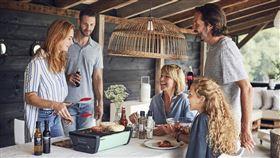 榮獲2017年紅點設計獎的德國Enders桌面式木炭烤肉爐。(圖/業者提供)
