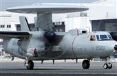空軍第六混合聯隊第十空運大隊第102中隊,榮獲「109年度國軍模範團體」E-2K最大性能爬升、低空衝場、戰術下降。(記者邱榮吉/攝影)