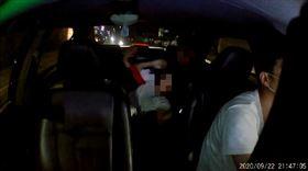 情侶在計程車活春宮,讀者提供