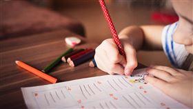 讀書,寫字,小孩(圖/翻攝自Pixabay)