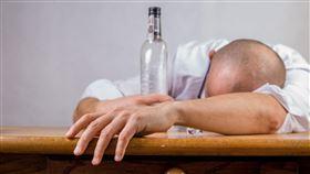 只有喝酒才能感覺快樂的情形如何解決。(圖/翻攝自pixabay)