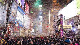 紐約時代廣場因疫情蔓延,街上空無一人。(圖/美聯社/達志影像)