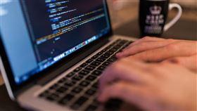 打字,打電腦,鍵盤,電腦,上網,駭客,打字機,輸入,盜用,個資(圖/翻攝自免費圖庫Pixabay)