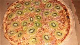別玩食物!瑞典男「拿奇異果擺披薩上」 老婆氣到簽字離婚(圖/翻攝自Reddit)
