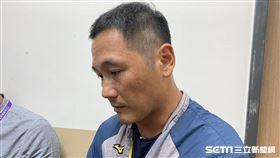 中信兄弟打擊教練許皓銘。(圖/記者王怡翔攝影)