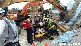 74歲工人遭壓傷腿/翻攝畫面
