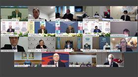 APEC衛生經濟會議今年受疫情影響,首度線上舉行,我國衛福部長陳時中(第3排中)率防疫相關部會與會。(圖/翻攝APEC官網)