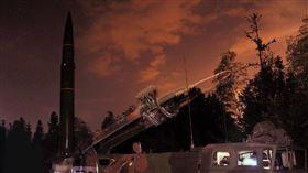 中國解放軍夜間試射東風11飛彈畫面曝光。(圖/翻攝解放軍東部戰區官方微博)