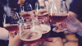 大家會討厭很愛喝酒的人嗎?(圖/翻攝自pixabay)