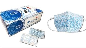 電商線上愛買市集再開賣新一波青花瓷口罩。(圖/業者提供)