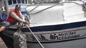 蘇澳漁船遭日公務船衝撞 船長批罔顧人命蘇澳籍漁船「新凌波236」27日在釣魚台海域遭日本公務船衝撞,船長陳吉雄(圖)28日返港說,當時只是要進入釣魚台外海12浬內撿拾漁具,就在沒有被示警情況下遭撞,日方罔顧台灣漁民生命與財產安全。中央社記者沈如峰宜蘭縣攝 109年9月28日