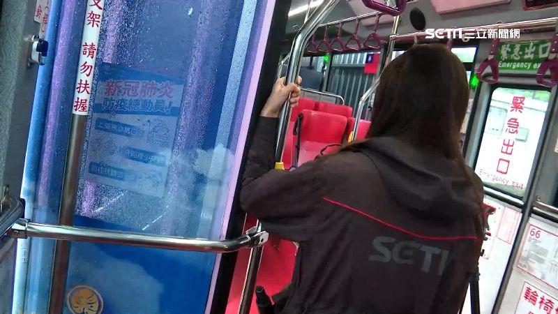公車夾人意外頻傳 遠離車門旋轉半徑