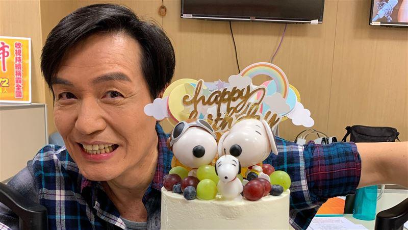 霍正奇過54歲生日 老婆送驚喜蛋糕