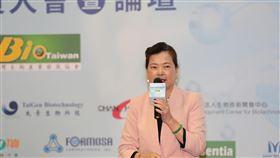 王美花:精準醫療可望為生醫產業大突破點經濟部長王美花表示,台灣一定要發展生醫,台灣擁有傑出的醫療體系及ICT產業,雙方結盟合作發展精準醫療,可望成為產業大突破點。中央社記者韓婷婷攝 109年9月29日