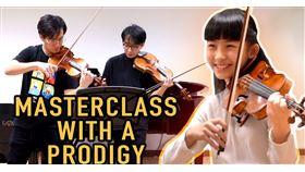 知名的古典樂YouTuber「雙琴俠」(TwoSet Violin)最近在頻道上傳了一段兩人上大師班的影片,只不過,影片中的「大師」,年齡只有十三歲。