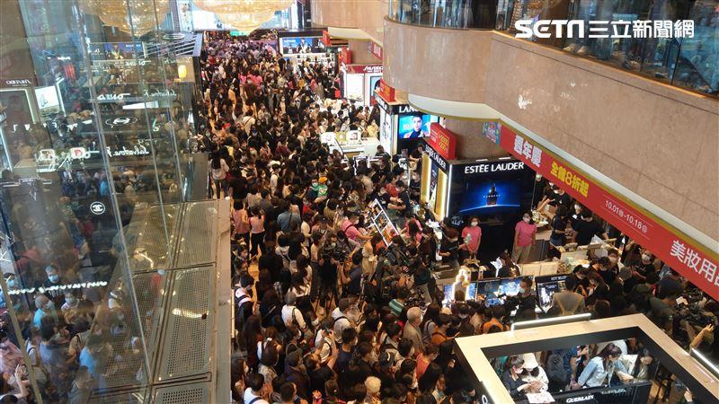 千人湧入!新光三越南西店週年慶開跑