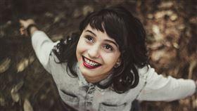 女孩,笑容,笑(圖/翻攝自unsplash)