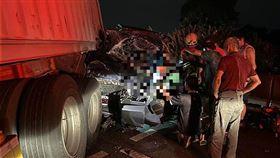 台南,國道,中山高,車禍,貨櫃車,麻豆,追撞(圖/翻攝畫面)