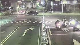 板橋,轎車,闖紅燈,重機,外送員,民生路