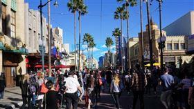 迪士尼樂園預計裁員2.8萬人,其中至少1/4是佛羅里達州迪士尼世界的員工。圖為加州橘郡迪士尼樂園。(中央社檔案照片)