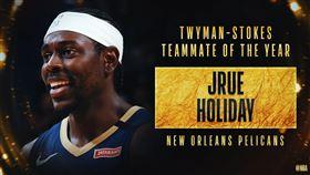 Jrue Holiday獲得最佳隊友獎。(圖/翻攝自NBA官方推特)