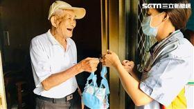 花蓮的7-ELEVEN鳳林門市「好鄰居送餐隊」為長輩送餐(圖/統一超提供)