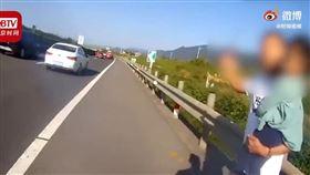 中國,浙江,高速公路,塞車,父女(圖/翻攝自北京時間視頻)
