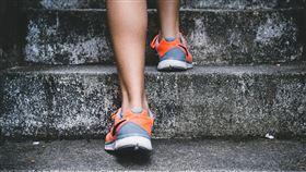 爬樓梯(Pixabay)