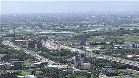 國5北向宜蘭至坪林路段車流湧現恐怕會壅塞至隔(4)日凌晨2點。(圖/記者黃國瑞攝影)