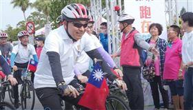 新北市長侯友宜國慶日騎單車(圖/新北市府提供)