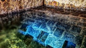 陽明山國家公園草山水道的水源禁地「藍寶石泉」過去僅在特定時間開放,台北自來水處9日表示,與旅行社合作,民眾透過旅行社就能參觀秘境,欣賞山景,還能直飲泉水。圖為藍寶石泉。(圖/北水處提供)