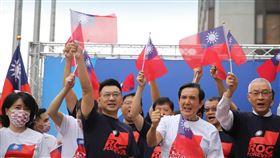 國民黨10日在中央黨部前廣場舉行國慶升旗典禮。(圖/翻攝國民黨臉書)