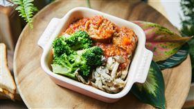 零售業者搶攻蔬食商機搭上節能減碳浪潮,植物肉新食材誕生,台灣零售業者引進植物肉,搭配台灣人口味,推出許多餐食吸引不少非素食的顧客嘗鮮。(星巴克提供)中央社記者楊舒晴傳真  109年10月10日