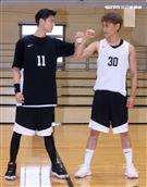 以愛之名-明星籃球公益賽雙方隊長邱勝翊(王子)、邱宇辰賽前喊話。(記者邱榮吉/攝影)